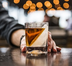 corckcicle-whiskey-wedge